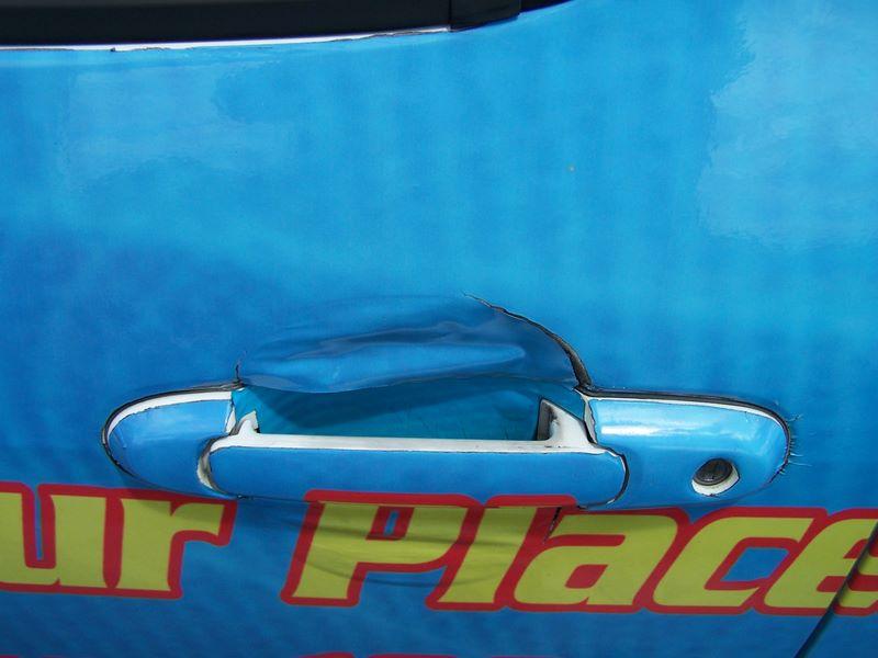 vehicle-wrap-design-bad-example-2